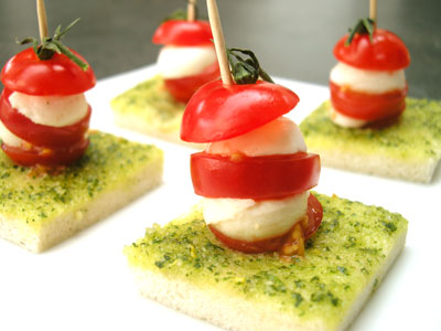 Canap tomate mozzarella au pistou par easy french cook for Mozzarella canape
