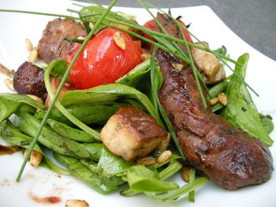 Salade d'aiguillettes de canard au foie gras