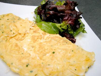 Omelette à la ciboulette et son mesclu