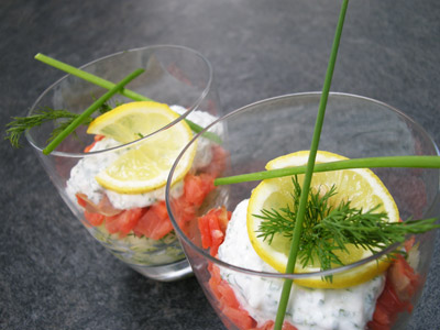 Tartare de concombre et saumon fumé